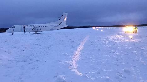 Liikennelentokone ajautui ulos kiitotieltä Savonlinnan lentoasemalla maanantaiaamuna.