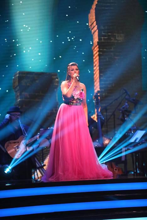Saara lauloi syksyllä Tanssii tähtien kanssa -ohjelmassa.
