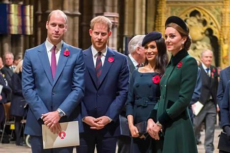 Prinssi William ja herttuatar Catherine aikovat tästä lähtien viettää joulut tiukasti kuningattaren ja prinssi Philipn luona.