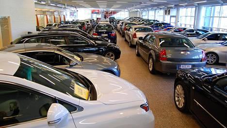 Autokaupoissa on nyt hiljaista - niin kuin lähes kaikkialla.