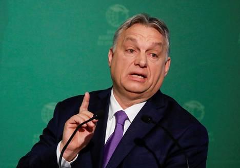 Koronakriisi on Viktor Orbánin uusin syy valtansa kasvattamiseen.