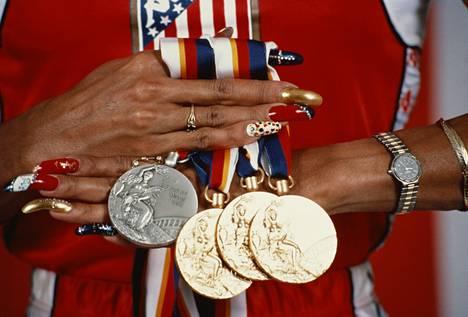 Griffith-Joynerin mitalisaalis Soulin olympiakisoista.
