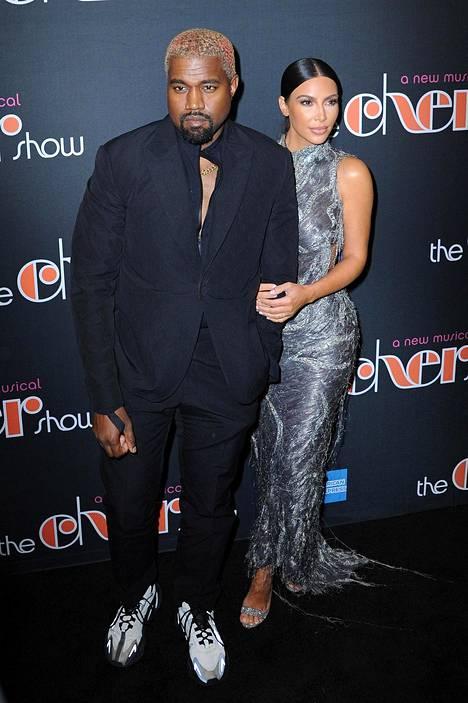 Omaa Yeezy-vaatemallistoaan luotsaava räppäri Kanye West toimii usein myös vaimonsa stylistina.