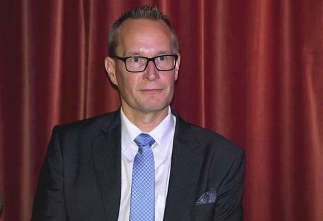 Professori Markku Jokisipilä muistuttaa, että täytössä ollut valtiosihteerin virka on poliittinen, ja niihin virkoihin valitaan puolueessa vaikuttaneita henkilöitä.