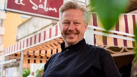 Jyrki Sukula auttaa kauden ensimmäisessä jaksossa Espanjassa sijaitsevaa suomalaisravintolaa.