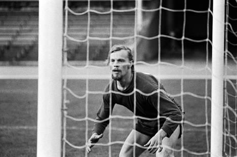 Vesa-Matti Loiri pelasi HJK:n maalilla puolalaisjoukkue Gornik Katowicea vastaan Helsingissä heinäkuussa 1972 pelatussa harjoitusottelussa.