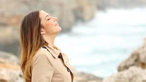 Palleahengitys rentouttaa ja tyynnyttää mielialaa. Voit saada siitä avun myös esimerkiksi päänsärkyyn.