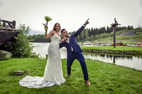 Annukka ja Niko saavat toisensa kesäpäivänä Savossa.
