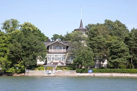 Tämä talo nousi kartalle viimeksi aamiaiskohusta. Pääministerin virkatalossa Kesärannassa asuu Sanna Marin perheineen.