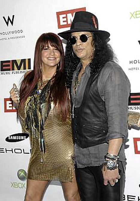 Slash ja Perla Ferrar menivät naimisiin yhdeksän vuotta sitten.