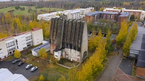 Ainutlaatuinen rakennus on keskellä Meri-Toppilan asuinaluetta.