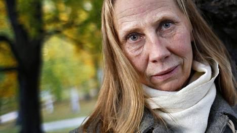 Kati Outinen puhuu työttömyysjaksostaan keskiviikon Inhimillinen tekijä -ohjelmassa.