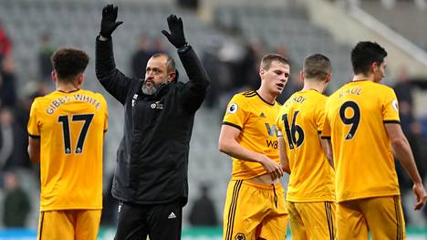 Wolverhampton hyödynsi miesylivoimansa – Newcastle taipui lisäajalla