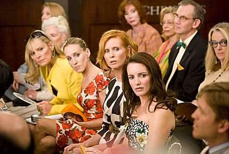 Sinkkuelämää-tähdet Kim Cattrall, Sarah Jessica Parker, Cynthia Nixon ja Kristin Davis tulevan Sinkkuelämää-elokuvan kohtauksessa.