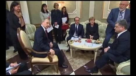 Putin kohtasi Poroshenkon Minskissä – video paljastaa jääkylmän tunnelman