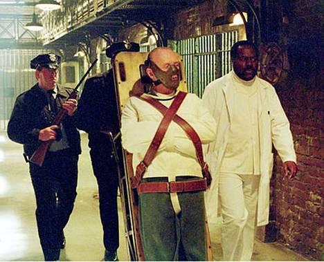Vertahyytävää Hannibal Lecteriä esitti sir Anthony Hopkins vuonna 1991 ilmestyneessä Uhrilampaat-elokuvassa.
