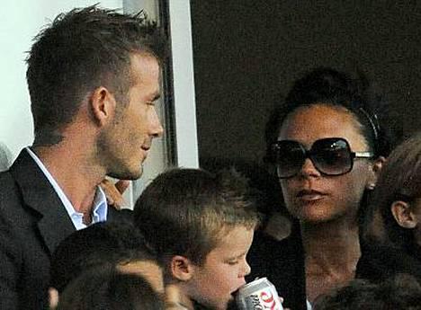 David ja Victoria Beckham seurasivat jalkapalloa lauantaina lemmenloman jälkeen.