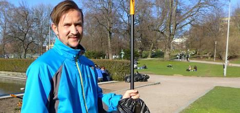 Mohammed Manla kertoo pitävänsä siivoamisesta ja tehneensä sitä aiemmin vapaaehtoistyönä. Suomessa hän haluaisi kuitenkin opiskella.