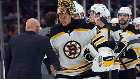 Mestariluotsi Barry Trotzin Islanders kaatoi Tuukka Raskin Bostonin toisella pudotuspelikierroksella.