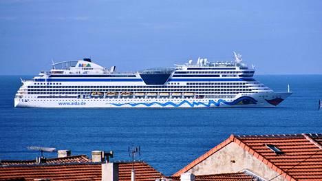 Aidasol-risteilyalusta ei päästetty Marseillen satamaan Ranskaan laivalla olleen koronaepäilyn vuoksi 10. maaliskuuta.
