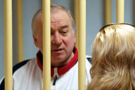 """Karpitshkov kertoi Bloombergille saanensa helmikuussa vinkin venäläisten kahdeksan nimen """"iskulistasta"""", jolla oli sekä Karpitshkovin että Sergei Skripalin nimi. Ex-agentti Skripal joutui hermomyrkkyiskun uhriksi Salisburyssa 4. maaliskuuta."""