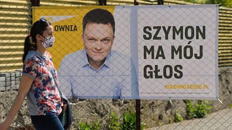 Szymon Holowiansin vaalimainos Krakovassa lauantaina.