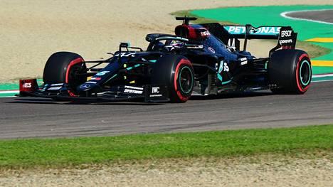 Lewis Hamilton oli totutun nopea F1-harjoituksissa Imolassa.