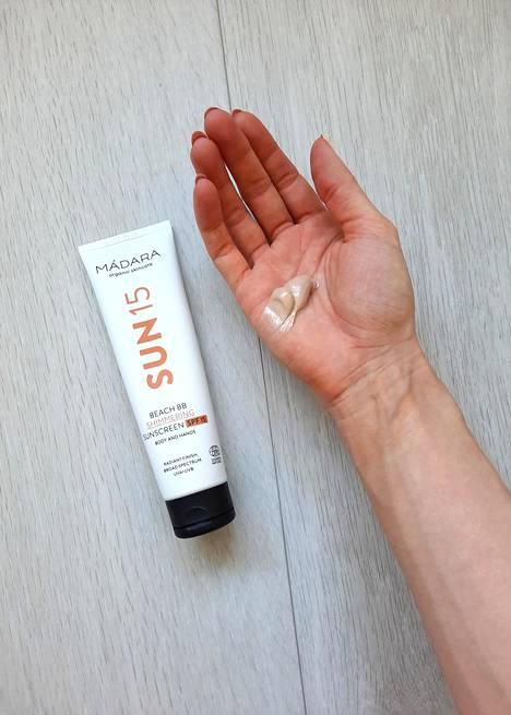 Mádara Beach BB Shimmering Sunscreen SPF15, 21,95 € / 100 ml.
