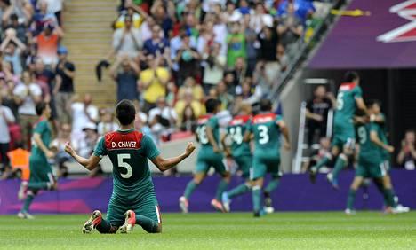 Se on siinä. Dárvin Chávez vajosi onnellisena polvilleen, kun Meksiko löi Brasilian Lontoon olympiafinaalissa kesällä 2012.