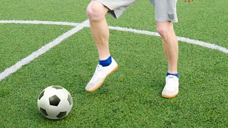 Viikoittaiset jalkapalloharjoitukset voisivat auttaa monia keski-ikäisiä verenpaineen alentamisessa.