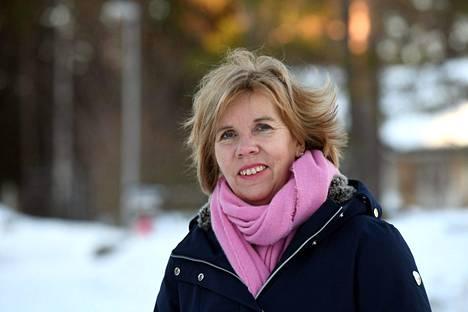 Oikeusministeri Anna-Maja Henriksson asettui tukemaan Akavan ehdotusta.