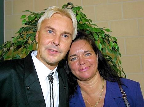 Matti ja Mervi oikeudessa 2001.