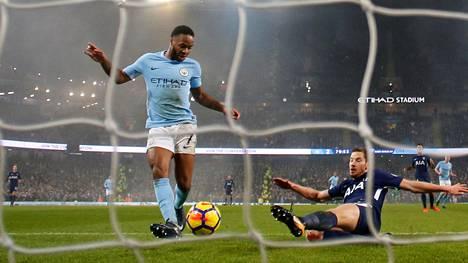 Raheem Sterling teki kaksi maalia Manchester Citylle Tottenhamia vastaan lauantaina.