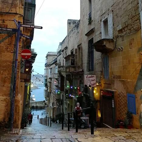 Malta on myös suosittu matkailukohde, jonka vanhoilla kujilla riittää koluttavaa.