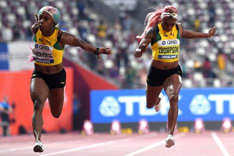Olympiavoittaja Elaine Thompson-Herah (oik.) ja hopeamitalisti Shelly-Ann Fraser-Pryce eivät ole sydänystäviä.
