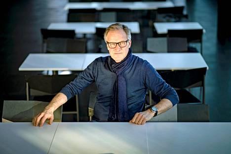 Taneli Mäkelä aikoo perehtyä Jorma Ollilaan kesällä muun muassa lukemalla miehen elämäkerran.