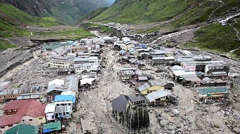 Tulvavesi oli pyyhkäissyt läpi hindukaupungin Rudraprayagissa Pohjois-Intiassa.