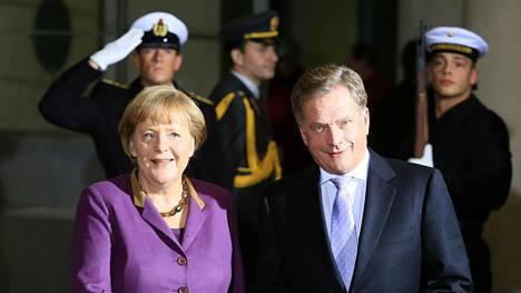 Saksan liittokansleri Angela Merkel puhui tiistaina ensi kertaa EU:n puolustusyhteistyön tiivistämisestä. Kuva vuodelta 2012.