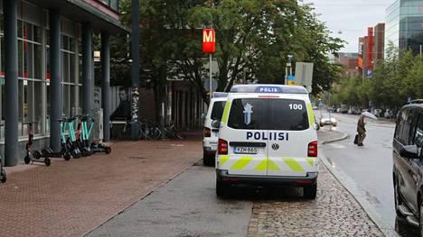 18-vuotias riehui puukon kanssa Ruoholahden metroaseman läheisyydessä 2. toukokuuta tänä vuonna. Arkistokuva.