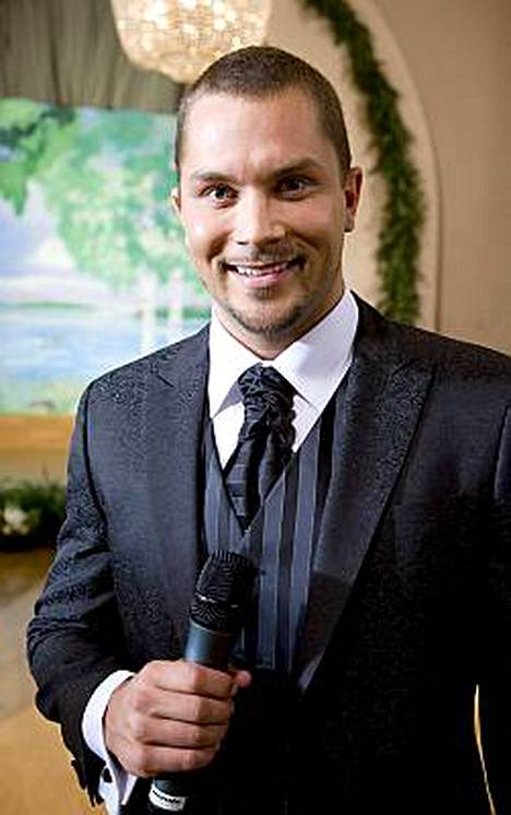 Sami Sarjula on juontanut aiemmin Suomen Neito -kisoja.