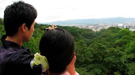 Kiyomitzu-Deran buddhalaistemppeliltä on hulppeat näkymät 1,5 miljoonan asukkaan Kiotoon.