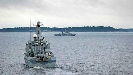 Miinanraivaaja HMS Kullen osallistuu myös Ruotsin puolustusvoimien operaatioon.