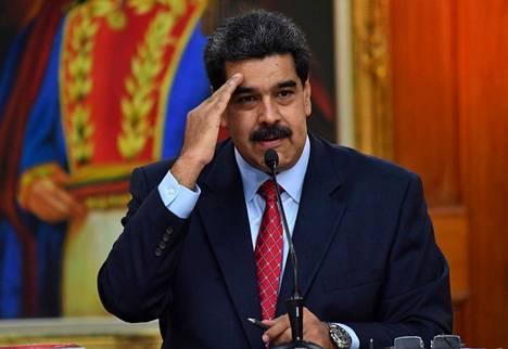 Nicolas Maduro median edessä Caracasissa.