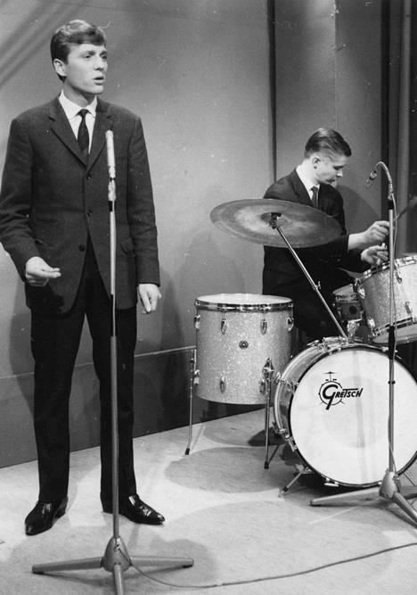 Erkki Liikanen ja rumpali Ossi Kuula vuonna 1962.