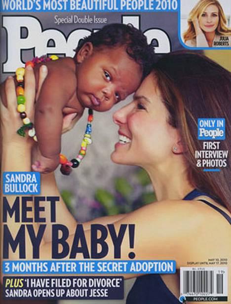 Sandra Bullock on pikkupojan onnellinen äiti.