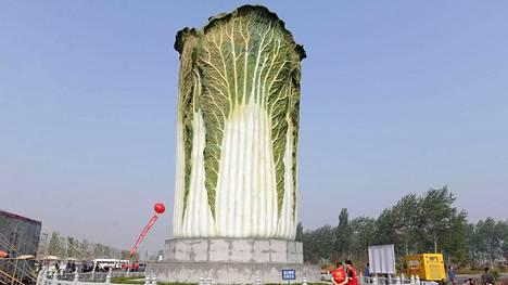 8 erikoista patsasta maailmalta – 20 metriä korkea kaalipatsas loksauttaa suut auki