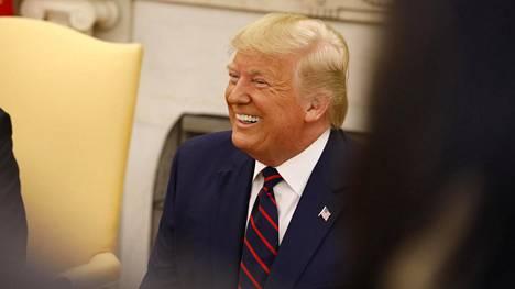 Donald Trumpin ympärillä kuhisee.