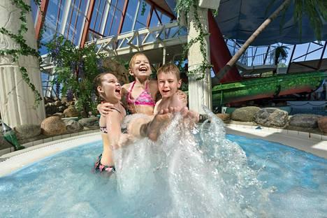 Tropiclandian kylpylän yhteydessä on suuri vesipuistoalue, jossa on muun muassa eri tasoisia vesiliukumäkiä, poreallas ja lastenaltaat.