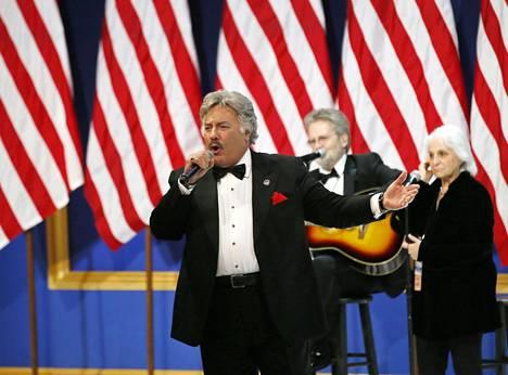 Tony Orlando esiintyi Trumpin virkaanastujaisten jälkeen järjestetyissä juhlallisuuksissa.