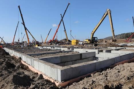 Novaja Moskvan uuden infektiosairaalan rakentaminen aloitettiin täysin tyhjästä 43 hehtaarin alueelle 12. maaliskuuta.